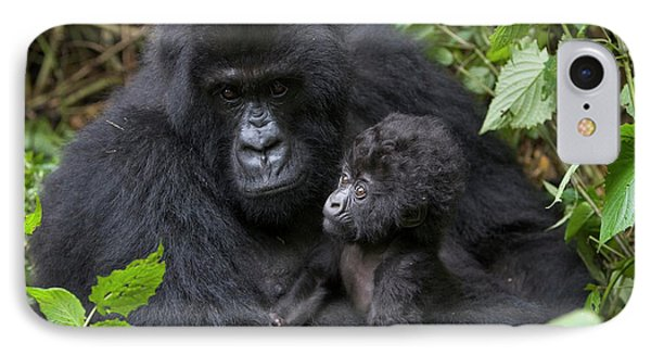 Mountain Gorilla And Infant Phone Case by Suzi Eszterhas