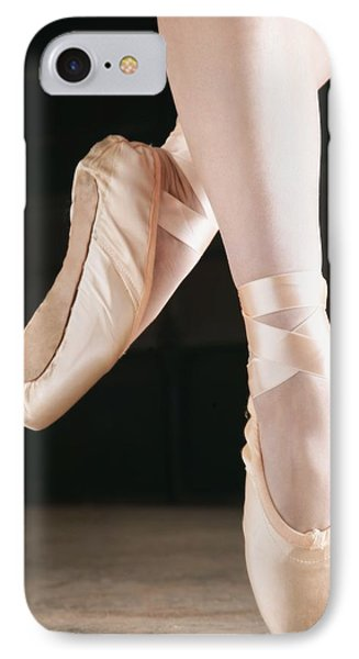 Ballet Dancer En Pointe Phone Case by Don Hammond