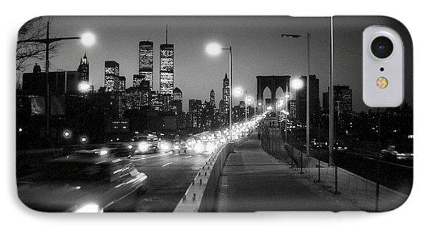Brooklyn Bridge And Manhattan Skyline At Dusk 1980s Phone Case by Gary Eason