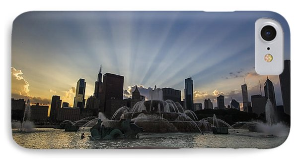 Buckingham Fountain With Rays Of Sunlight Phone Case by Sven Brogren