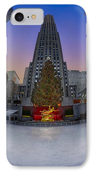 Christmas In Nyc Phone Case by Susan Candelario