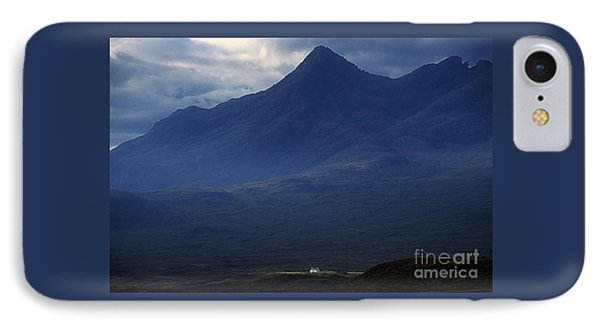 Cottage Below Sgurr Nan Gillean - Isle Of Skye IPhone Case