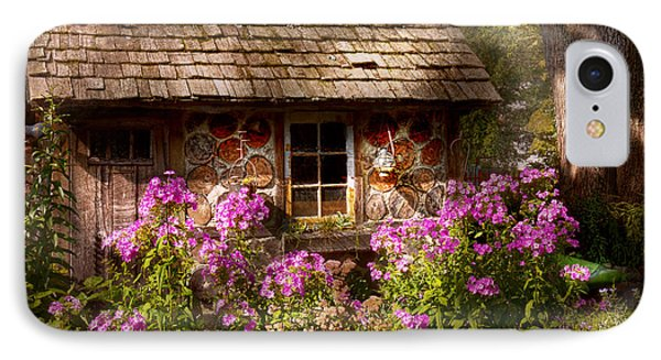 Garden - Belvidere Nj - My Little Cottage Phone Case by Mike Savad