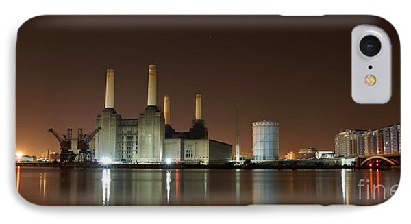 IPhone Case featuring the photograph London 2 by Mariusz Czajkowski