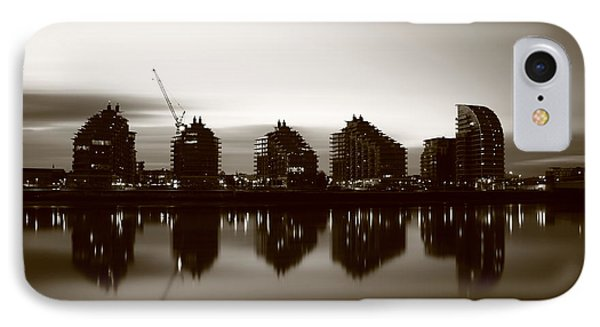 IPhone Case featuring the photograph London Bw 1 by Mariusz Czajkowski