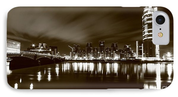IPhone Case featuring the photograph London Bw 2 by Mariusz Czajkowski