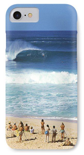 Pipeline Masters  Hawaii  1977 Phone Case by Lance Trout