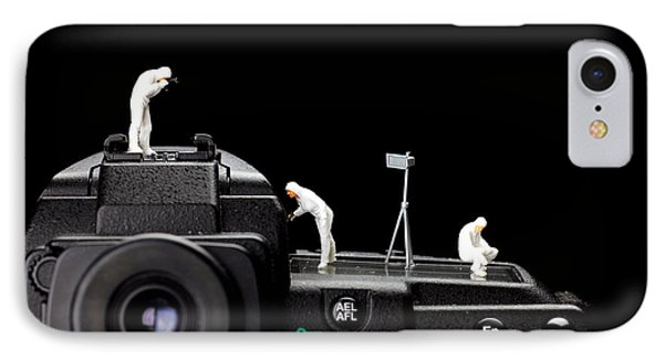 Police Investigate On A Camera Phone Case by Paul Ge