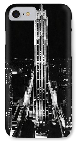 Rca Building At Night In Nyc Phone Case by Underwood Archives