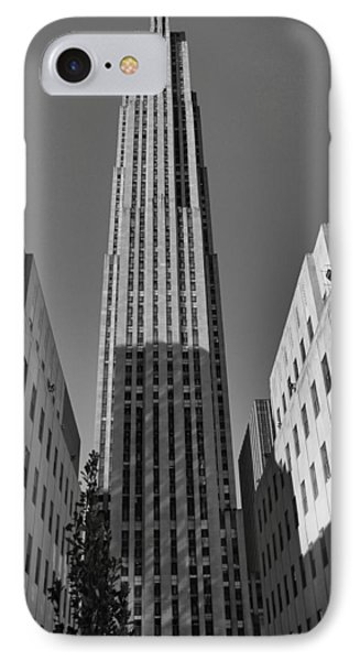 Ge Building In Black And White Phone Case by Dan Sproul
