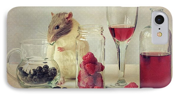 Raspberry iPhone 7 Case - Snoozy Loves To Eat by Ellen Van Deelen