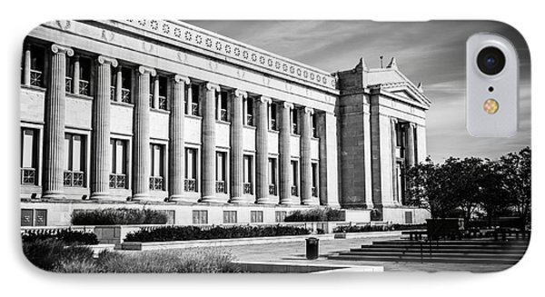 The Field Museum In Chicago In Black And White Phone Case by Paul Velgos
