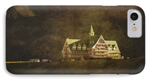 The Historic Prince Of Wales Hotel Phone Case by Roberta Murray