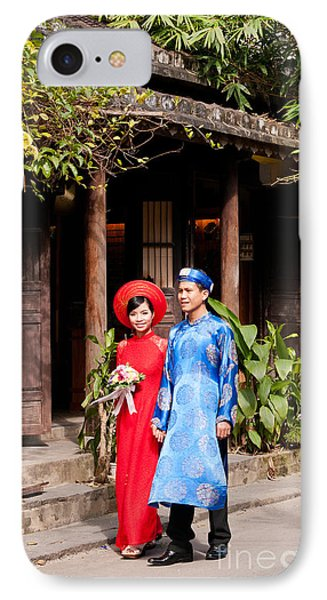 Vietnamese Wedding Couple 01 IPhone Case