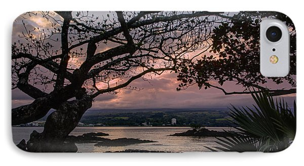 Volcanic Sunset On Hilo Bay - Big Island Phone Case by Daniel Hagerman