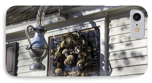 Wreath At Chownings Tavern Phone Case by Teresa Mucha