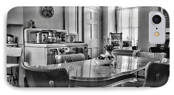 Americana - 1950 Kitchen - 1950s - Retro Kitchen Black And White Phone Case by Paul Ward