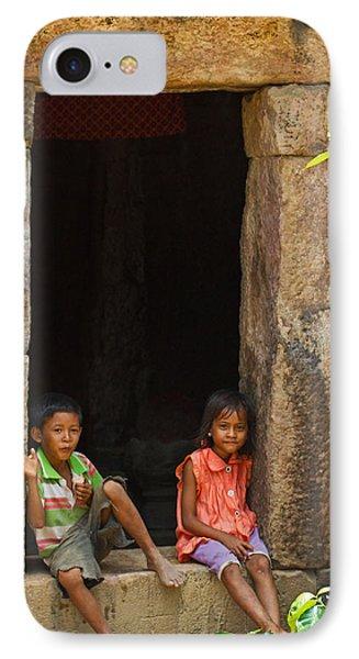 Children In The Doorway. Phone Case by David Freuthal