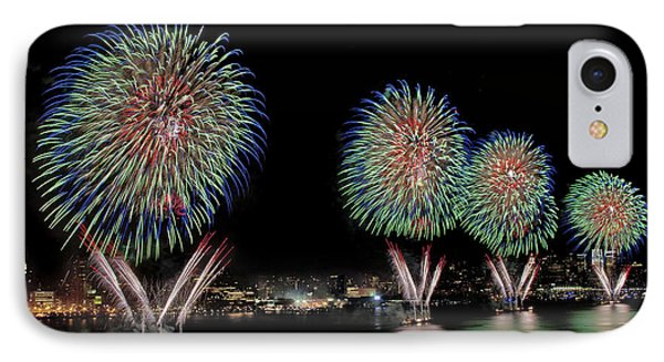 Fourt Of July In Nyc Phone Case by Susan Candelario