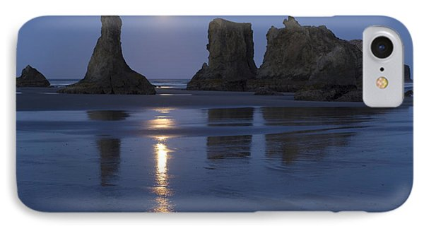 Oregon Coast Phone Case by John Shaw and Photo Researchers