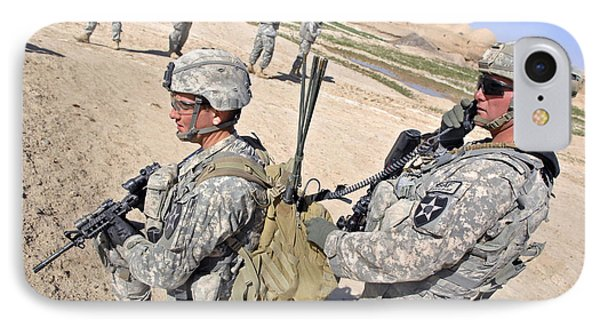 U.s. Army Soldiers Call In An Update Phone Case by Stocktrek Images