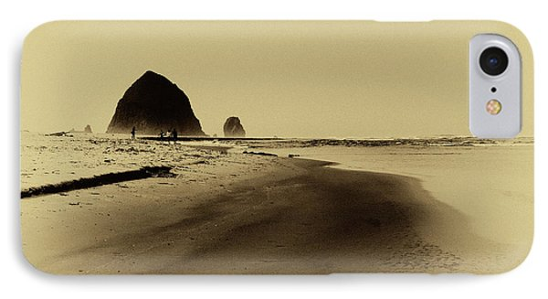 Walking The Beach Phone Case by David Patterson