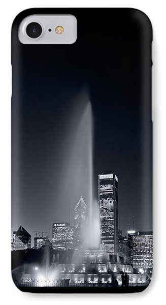 Chicagos Buckingham Fountain Bl And W Portrait Phone Case by Steve Gadomski