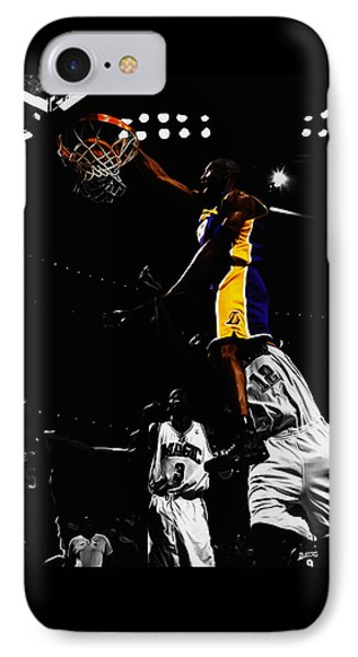 Kobe Bryant On Top Of Dwight Howard IPhone 7 Case