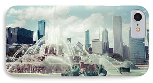 Picture Of Buckingham Fountain With Chicago Skyline Phone Case by Paul Velgos