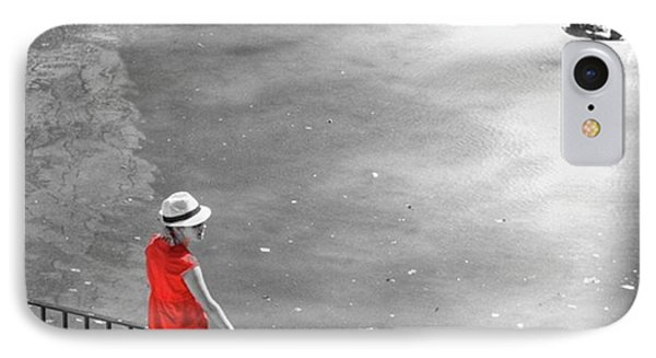 Red Shirt, Black Swanla Seu, Palma De IPhone Case