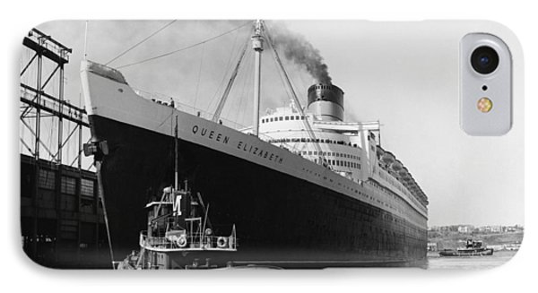 Rms Queen Elizabeth Phone Case by Dick Hanley and Photo Researchers
