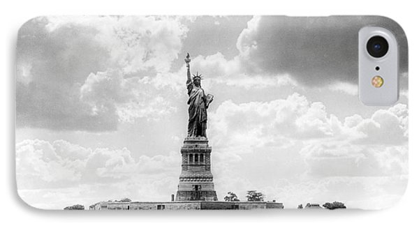Statue Of Liberty, 1905 IPhone Case by Science Source
