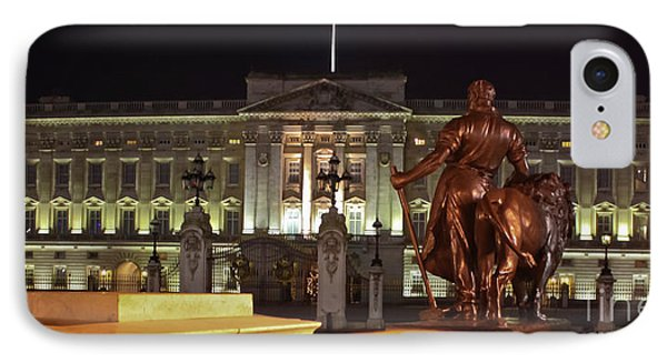 Statues View Of Buckingham Palace Phone Case by Terri Waters