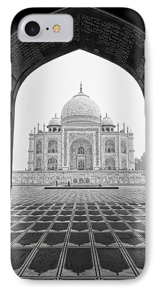 IPhone Case featuring the photograph Taj Mahal - Bw by Stefan Nielsen