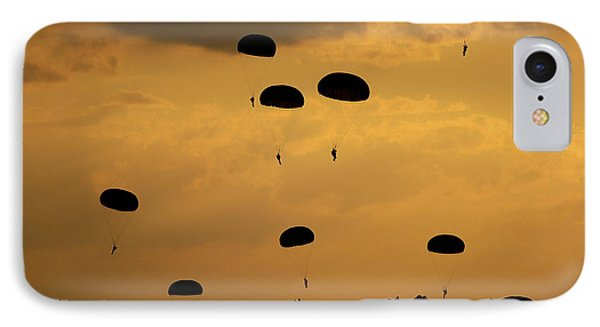 U.s. Army Soldiers Parachute Phone Case by Stocktrek Images