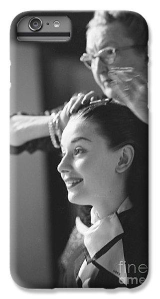 Audrey Hepburn Preparing For A Scene In Roman Holiday IPhone 7 Plus Case