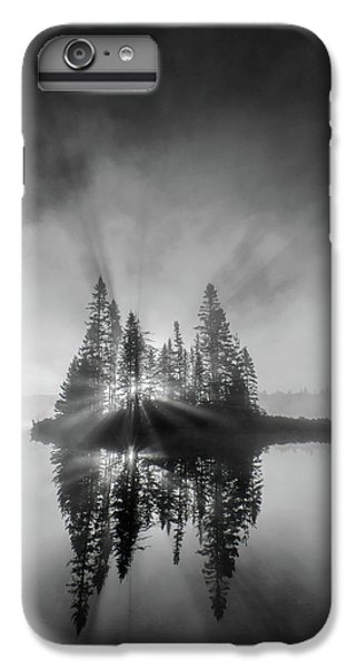 Lake Superior iPhone 7 Plus Case - Breaking Through by Donald Luo