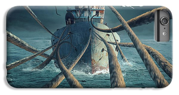 Ship iPhone 7 Plus Case - Caught The Ship by Sulaiman Almawash