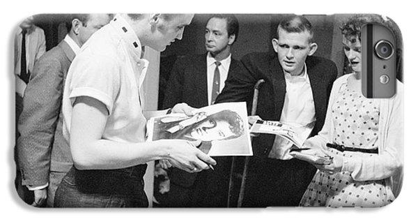 Elvis Presley Backstage Signing Autographs For Fans 1956 IPhone 7 Plus Case