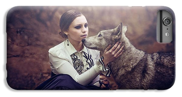 Wolves iPhone 7 Plus Case - La Vicomtesse by Aurore Brebel
