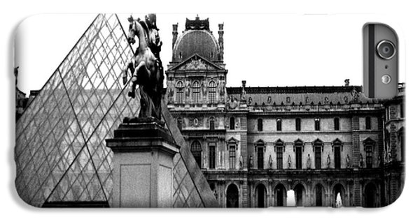 Paris Black And White Photography - Louvre Museum Pyramid Black White Architecture Landmark IPhone 7 Plus Case