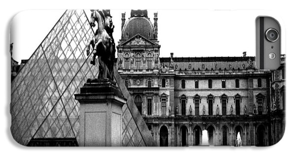 Paris Black And White Photography - Louvre Museum Pyramid Black White Architecture Landmark IPhone 7 Plus Case by Kathy Fornal