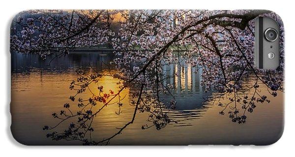 Jefferson Memorial iPhone 7 Plus Case - Sunrise At The Thomas Jefferson Memorial by Susan Candelario