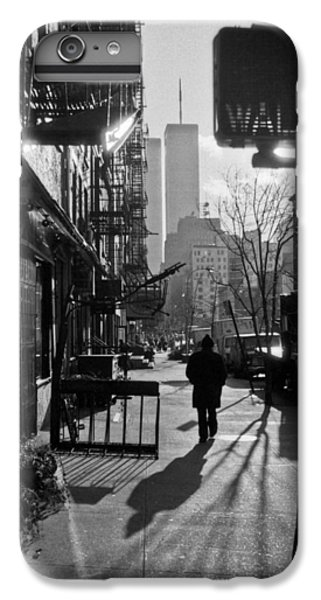 Walk Manhattan 1980s IPhone 7 Plus Case