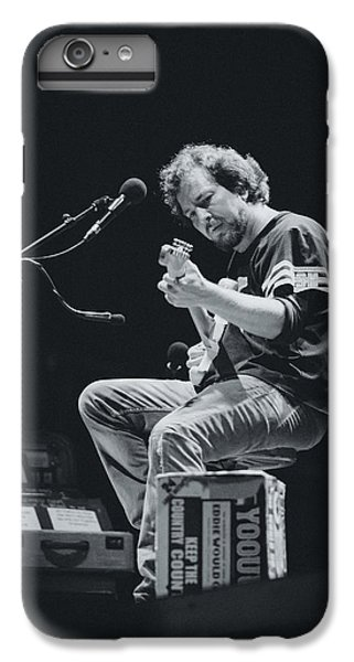 Eddie Vedder Playing Live IPhone 7 Plus Case