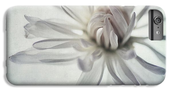 Daisy iPhone 7 Plus Case - Focus On The Heart by Priska Wettstein