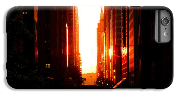 City Sunset iPhone 7 Plus Case - Manhattanhenge Sunset Overlooking Times Square - Nyc by Vivienne Gucwa