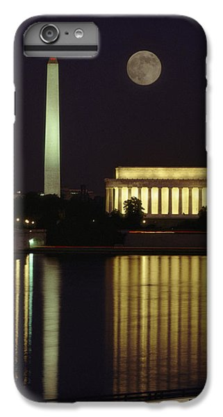 Washington Monument iPhone 7 Plus Case - Moonrise Over The Lincoln Memorial by Richard Nowitz