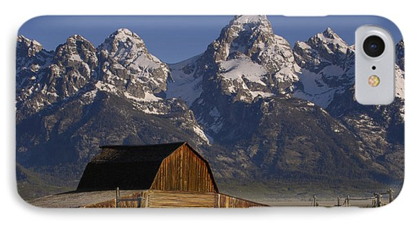 Mountain iPhone 8 Case - Cunningham Cabin In Front Of Grand by Pete Oxford
