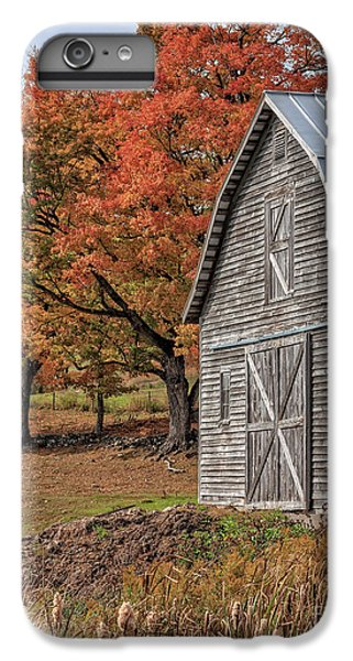 New England Barn iPhone 8 Plus Case - Old Barn With New England Foliage by Edward Fielding